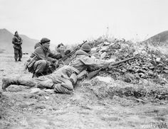THE KOREAN WAR 1950 - 1953 A Bren gun team of Company D, 2nd Battalion, Princess Patricia's Canadian Light Infantry prepares to move out during a field exercise near Miryang, Korea.