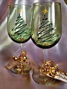 Cute DIY Hand Painted Christmas Tree Wine Glasses by LoveLeighArtista Wine Glass Crafts, Wine Craft, Wine Bottle Crafts, Wine Bottle Glasses, Wine Bottles, Wine Decanter, Christmas Glasses, Christmas Tree Painting, Christmas Trees