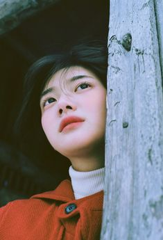 I like the expression and how the model is looking away into the distance. Shot Hair Styles, Film Inspiration, Aesthetic People, Foto Pose, Girl Short Hair, Expo, Ulzzang Girl, Woman Face, Girl Photography