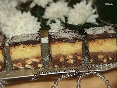 Tiramisu, Latte, Ethnic Recipes, Food, Kitchens, Essen, Meals, Tiramisu Cake, Yemek