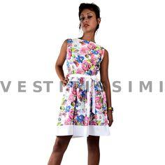 Vestitino donna fantastia floreale  Vestitini donna con fantasia a fiori, perfetto per il periodo estivo.  Clicca qui -> http://www.ebay.it/itm/Vestito-vestitino-donna-miniabito-fiori-vestitini-sexy-mini-abito-floreale-Vs28-/262512592829?var=&hash=item82b2e9e876   Il vestito presenta una scollatura a girocollo ed una cintura in vita. L' abito si apre e si chiude tramite una cerniera posta sul fianco (esattamente tre l'ascella e la vita) e che scompare una volta richiusa.