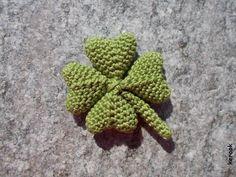 four leaf clover amigurumi pattern by kerook Appliques Au Crochet, Crochet Leaf Patterns, Crochet Leaves, Crochet Flowers, Easy Crochet Projects, Crochet Crafts, Yarn Crafts, Crochet Amigurumi, Holiday Crochet