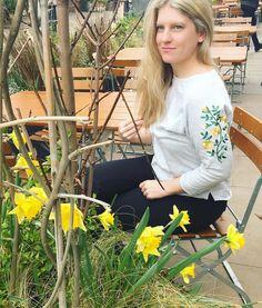 Hello spring  Well... kinda  . . . . . #spring #stdavidsday #yellow #daffodils #flowers #march #flowersofinstagram #sweater #jumper #embroidery #springstyle #springfashion #springtime #inbloom #herecomesthesun #hellosunshine #energy #happy #nature #flowerstagram #fashionblogger #fbloggeruk #lifestyleblogger #instastyle #instafashion #fashion #style #ss17 #sun #inspiration