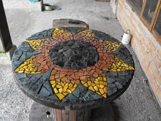 Personalized Tables - Interior and Exterior Decoration Wooden Cable Spools, Wood Spool, Mosaic Crafts, Mosaic Projects, Mosaic Furniture, Diy Furniture, Mosaic Glass, Mosaic Tiles, Decoracion Low Cost