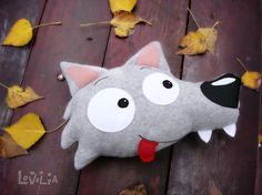 ♥ This is Wildo, in his most cuddly and soft version! A cute decorative pillow that you can not stop hugging! Wildo is a big goody wolf!He loves chocolate and unlike other wolfs Wildo is vegetarian! he loves to talk with the dwellers of the forest,but ... Who is this that one there? Is Anly!
