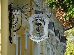 (pinner says: old apothecary sign, hungary). Love the design.