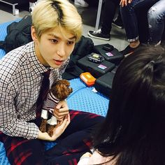 Between the puppy in Leo's arms and the kid he's looking at, who should I envy more I'm planning on being reborn as a puppy (blush It just came with a stylist to the waiting room and Leo held it!!!!!!! You must be a happy puppy…