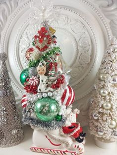 Bottlebrush tree. Vintage Christmas Crafts, Mini Christmas Tree, Christmas Scenes, Merry Little Christmas, Retro Christmas, Vintage Holiday, Christmas Decorations To Make, Christmas Projects, Vintage Ornaments