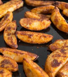 INCREDIBLE Oven Baked Potato Wedges Here I share with you a some game changing . - INCREDIBLE Oven Baked Potato Wedges Here I share with you a some game changing tips to getting Ove - Veggie Recipes, Vegetarian Recipes, Dinner Recipes, Healthy Recipes, Vegetarian Lunch, Oven Recipes, Healthy Fries, Vegetarian Appetizers, Snacks Recipes