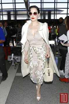 Dita Von Teese Photos - Model Dita Von Teese catches a flight out of LAX Airport on May 2014 in Los Angeles, California. Dita recently launched her new vintage-inspired lingerie range at Bloomingdales this past weekend. - Dita Von Teese Arrives at LAX Dita Von Teese Burlesque, Dita Von Teese Style, Style Retro, My Style, Dita Von Tease, Fashion Mode, Womens Fashion, Vintage Outfits, Vintage Fashion