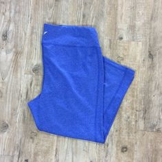 OLD NAVY Activewear Pants Bright blue pants for the perfect workout routine! Capri length. Old Navy Pants