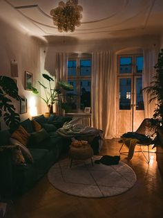 small apartment living decorating ideas save space on a budget Home Living Room, Apartment Living, Living Room Decor, Living Spaces, Cozy Apartment Decor, Small Apartment Interior, Apartment Design, Apartment Therapy, Living Room Designs