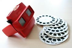 View-Master ~ My brother & I were quite the World Travelers with our View-Master. We had stacks of disks from birthday and holiday gifts. Local attractions even had a View-Master Disks to sell as a souvenir. View Master, Retro Toys, Vintage Toys, 1980s Toys, Vintage Cartoon, Vintage Games, Antique Toys, Toys Uk, Vintage Music