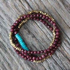 Wine Jade Brass Stacking Bracelet / Burgundy Metallic por byjodi