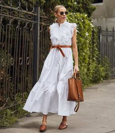 Pretty white casual summer dress with simple tan leather belt. Plain Dress, Dress Up, Midi Dress Outfit, Street Looks, Street Style, Looks Party, Casual Dresses, Fashion Dresses, Fashion Clothes