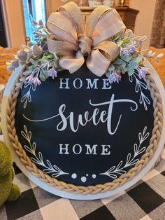 Dollar Tree Decor, Dollar Tree Crafts, Wood Crafts, Diy Crafts, Diy Wreath, Wreath Crafts, Crafty Projects, Holiday Wreaths, Creative Crafts