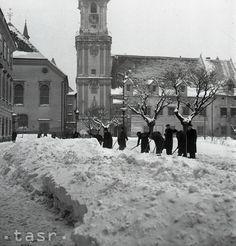 Snehová kalamita v Bratislave 1947 Bratislava, Eastern Europe, Czech Republic, Nostalgia, Photography, Outdoor, Times, Outdoors, Outdoor Games