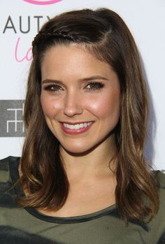 sophia bush makeup | Photos : Sophia Bush : radieuse et animale sur tapis rouge à Los ...