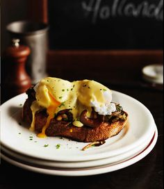 mushrooms on toast with poached egg & hollandaise