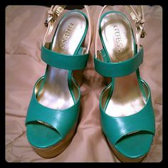 GUESS Beautiful green/turquoise sandals Unique & beautiful Super comfy Guess Shoes Sandals