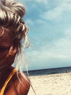 99 problems but a beach ain't one. ☀️ already missing summer summertimesadness summertime beach beachlife blondehair blonder sand sea ineedvitaminsea sunnydays comeback heavyrainingallday😩😔 selfie holidayvibes positivevibes Poses Photo, Summer Aesthetic, Aesthetic Hair, Foto Pose, Summer Photos, Summer Makeup, Summer Beauty, Beach Pictures, Tumblr Summer Pictures