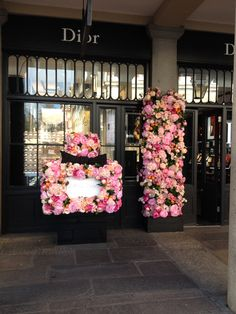 Miss Dior Flower Bottle by Donaldo Radovich Dior Flowers, Flower Bottle, Flower Installation, Miss Dior, Bridesmaid Dresses, Wedding Dresses, Creative Words, Floral Design, Floral Wreath