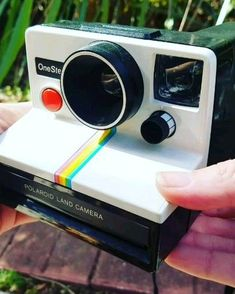 Find a Vintage Polaroid Camera at a Flea Market or Yard Sale? Not sure if your new cool camera works? Check out this video, then head over to Cutiebeeboutique on Polaroid Camera For Sale, Polaroid Camera Instax, Photo Polaroid, Vintage Polaroid Camera, Cute Camera, Camera Case, Antique Cameras, Old Cameras, Vintage Cameras