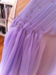 ELLE Fashion Next - Imgur. Como trabajar sobre maniquí un vestido estilo La princesa de hielo.
