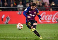 TOPSHOT-FBL-ESP-LIGA-VILLARREAL-BARCELONA Villarreal Cf, Lionel Messi, Messi Goal Video, Messi Goals, Latest Nigeria News, Best Football Players, Uefa Champions, Free Kick, Daily Star