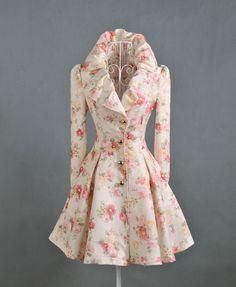 Женское пальто с цветами