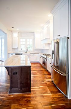 Rustic Mud Room with Hardwood floors, Wide Plank Flooring Farmhouse Collection… Hardwood Floors In Kitchen, Kitchen Flooring, Luxury Interior Design, Interior Design Kitchen, Classic White Kitchen, Cottage Kitchens, Galley Kitchens, Wide Plank Flooring, Beautiful Kitchens