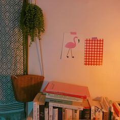 vintage / room / small room / livingroom / wall / plants / storage / books / bookshelf / home / decor / interior / wall hangings / ideas / styling / comfy