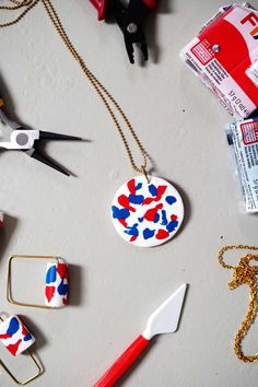 How-To: Faux Terrazzo Ketten Terrazzo, Diy Jewelry Tutorials, Diy Blog, Bijoux Diy, Paper Beads, Washer Necklace, Polymer Clay, Diy Projects, Bling