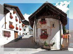Mit Fresken bemalte Häuserfassaden in Burgeis, vinschgau, zuid tirol,