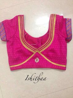 Looking for latest blouse designs 2018 collections? Let's have a look at simple blouse design trends for 2019 & blouse designs images are available. Blouse Back Neck Designs, Patch Work Blouse Designs, Simple Blouse Designs, Stylish Blouse Design, Simple Designs, Blouse Neck Models, Designer Blouse Patterns, Lehenga Choli, Sari