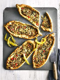 Turkish Pide With Cheese And Peppers . this recipe for Turkish Pide with cheese and peppers is vegetarian and feeds four in under an hour . it's under 500 calories, perfect for a delicious midweek meal! Sandwich Bread Recipes, Easy Bread Recipes, Cooking Recipes, Pide Recipe, Turkish Pizza, Turkish Salad, Chard Recipes, Twisted Recipes, Good Food