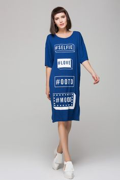 Relaxed dress in letters print - FrontRowShop