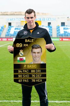 Dude! This is AWESOME. :D Gareth Bale with his inform card!