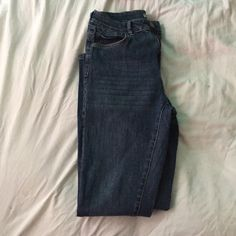 High wasted blue jeans Like new high waisted blue jeans from forever 21. They are small on me so they where only used twice. Forever 21 Jeans