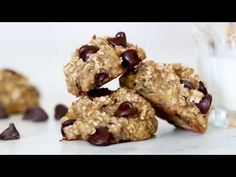 """Oats, ripe bananas and chocolate chips – these healthy, """"breakfast"""" cookies are chewy and delicious, and made with just three ingredients. I was craving Ww Desserts, Delicious Desserts, Dessert Recipes, Yummy Food, Banana Recipes, Ww Recipes, Cookie Recipes, Health Recipes, Deserts"""
