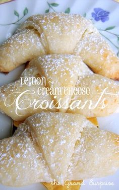 Lemon cream cheese croissants- this recipe is to make the croissants and the filling. Save time by using canned crescent rolls! Filling is simply cream cheese, sugar and lemon zest. Lemon Desserts, Lemon Recipes, Sweet Recipes, Delicious Desserts, Yummy Food, Cheese Croissant, Croissant Recipe, Nutella Croissant, Dessert Crepes