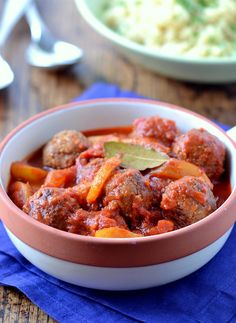 Morroccan Meat-less Balls. Moroccan Meatless Balls with Pear & Tomato Sauce. Delicious Vegan Recipes, Raw Food Recipes, Vegetarian Recipes, Cooking Recipes, Vegan Vegetarian, Yummy Food, Vegan Meatballs, Italian Meatballs, Vegan Meatloaf