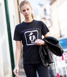 All black in a Fleetwood Mac tshirt, and leather jacket. // Photo: The Styleograph #Streetstyle #PFW