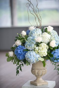New Ideas Wedding Centerpieces Blue Pink Flower Arrangements Light Blue Flowers, White Wedding Flowers, Pink Flowers, Blue Hydrangea Wedding, Wedding Blue, Spring Wedding, Boho Wedding, Wedding Ceremony, Wedding Venues