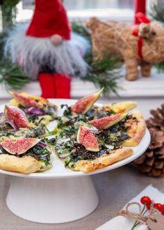Grönkålspizza i slice Xmas Food, Christmas Sweets, Christmas Baking, Raw Food Recipes, Cooking Recipes, Pudding Desserts, Food Hacks, Finger Foods, Tapas