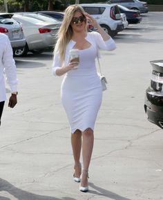 Wielkanoc u Kardashianów: Biel, odsłonięte brzuchy i dekolty! (ZDJĘCIA)