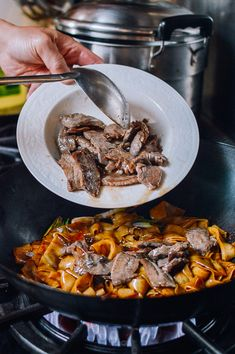 Beef Chow Fun: The Traditional Cantonese Way! Chow Fun Noodles, Pan Fried Noodles, Clam Fish, Fish And Seafood, Blue Mussel, Cioppino Recipe, Canning Whole Tomatoes, Little Neck Clams, Wok Of Life