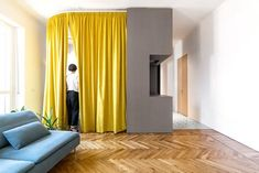 Curtains for room dividers. The small size of the house is the starting point for exploring the theme of flexibility and adaptability in contemporary homes. Small Apartments, Small Spaces, Space Dividers, Micro Apartment, Archi Design, Clinic Design, Micro House, Colorful Curtains, Minimalism