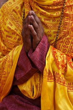 Hindu prayer in Parmath, Rishikesh, Uttarakhand, India – By Godong/Robert Harding Om Namah Shivaya, Hindu Worship, State Of Decay, Zen, Om Shanti Om, Rich Image, Male Hands, Rishikesh, World Religions