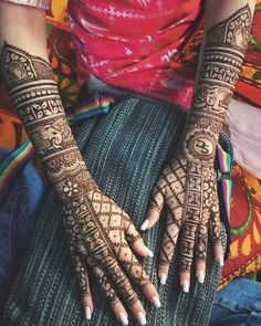 31 Bridal Henna Designs That Will Make You Stand Apart In Weddings In your hands with latest mehendi designs that can be perfectly curated by Mehndi Artist in Jaipur to make your mehendi ceremony unforgettable. Bridal Mehndi Images, Wedding Henna Designs, Indian Henna Designs, Engagement Mehndi Designs, Beginner Henna Designs, Legs Mehndi Design, Latest Bridal Mehndi Designs, Full Hand Mehndi Designs, Mehndi Designs 2018